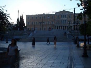 多くの「反緊縮」デモの会場だった議会前のシンタグマ広場は閑散としていた(20日朝、アテネ中心部)