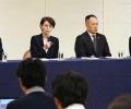 ジャカルタでの買春行為問題で記者会見する日本バスケットボール協会の三屋裕子会長(中央左)ら(20日夜、東京都内のホテル)=共同