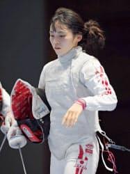 女子フルーレ個人準決勝で敗れた東晟良(20日、ジャカルタ)=共同