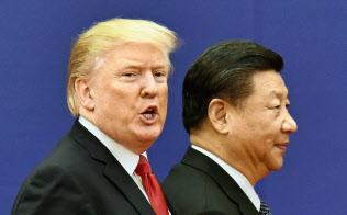 トランプ米大統領(左)と中国の習近平国家主席による米中貿易戦争の影響が広がる=共同