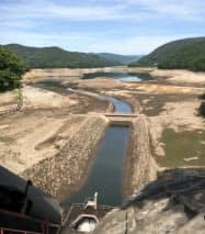 貯水量が減り湖底を見せる羽鳥ダム(20日、福島県天栄村)