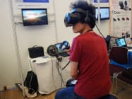 VR(仮想現実)機器を使った新しい遊びも展示した。乗馬フィットネス機器とVRを組み合わせ、空飛ぶドラゴンにまたがった気分を味わえる