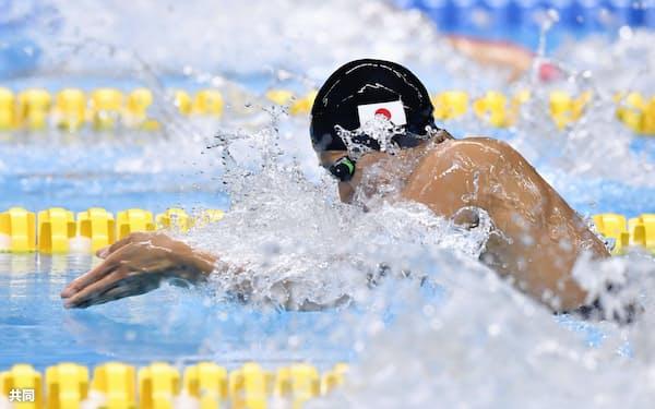 女子50メートル平泳ぎ決勝で優勝した鈴木=共同