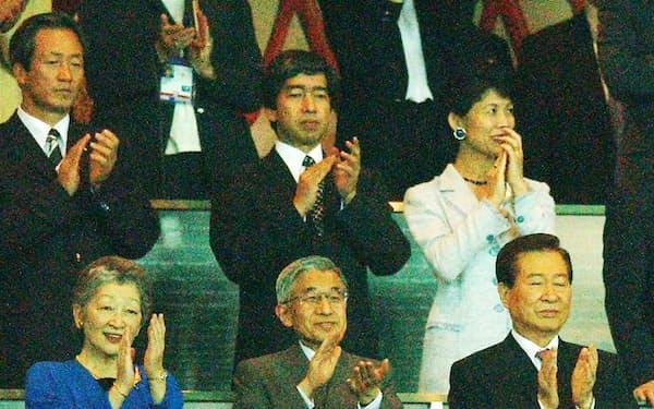 金大中韓国大統領、高円宮さまご夫妻とともにサッカーW杯決勝戦を観戦される天皇、皇后両陛下(2002年6月30日、横浜国際総合競技場)