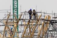 建設業や製造業が成長をけん引している(メキシコシティ新空港の建設現場)=ロイター