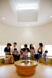 レンズをイメージしたデザインを取り入れた「オリンパスキッズガーデン白河」(27日、福島県西郷村)