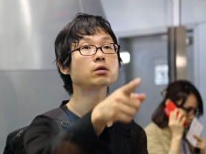 28日、北朝鮮から国外追放処分となり北京国際空港に到着した杉本倫孝氏=共同