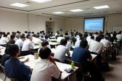 徳島県東部の15市町村と民間企業が連携する観光推進企業は観光誘致の戦略テーマを協議する初会合を開いた(28日、徳島市内)