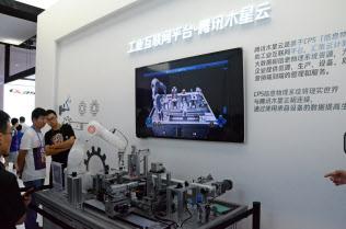 テンセントはクラウドサービスを使ってスマート製造分野にも力を入れる方針だ(23日、重慶)