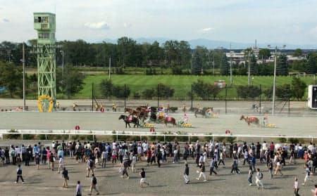 20日も多くのファンが帯広競馬場を訪れた