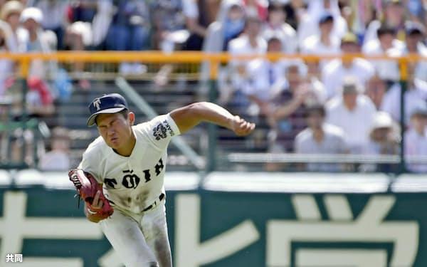 大阪桐蔭は守備でもレベルが高かった。準決勝では中堅・藤原が好返球で相手走者の生還を阻んだ=共同
