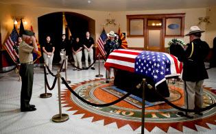 ベトナム戦争で過酷な捕虜生活を送ったマケイン上院議員の死により、ベトナム戦争を思い出すよすがのひとつが消えることになる=ロイター