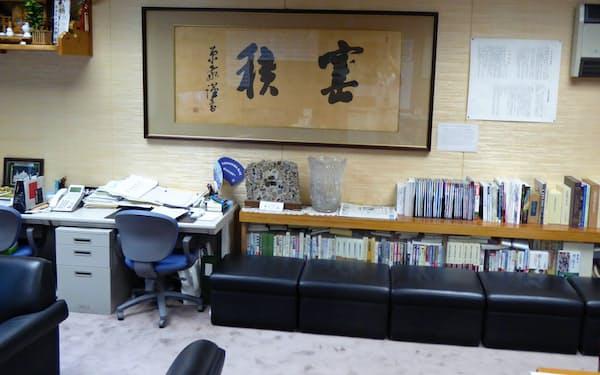 自民党幹事長室にある原敬の扁額