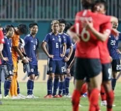 韓国に敗れ肩を落とす日本代表=石井理恵撮影
