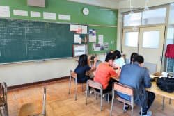 閉校した小学校を使って運営されている不登校者らのスクール(大阪府池田市)