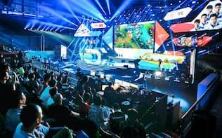 アジア大会で参考競技として行われた「eスポーツ」(8月26日、ジャカルタ)=小高顕撮影