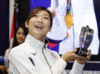 大会MVPに選ばれた競泳の池江。日本の若い力の伸長を示した大会だった=共同