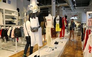 フルイド・プロジェクトには中性的な体形のマネキンが並ぶ(マンハッタンの店内)