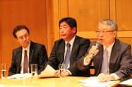 水産資源のあり方について経営者と科学者が議論する(右からマルハニチロの伊藤社長、日水の的埜社長、極洋の井上社長。2日、東京都港区)