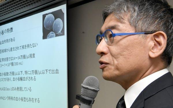 iPS細胞を用いた血小板再生の臨床研究について記者会見する京都大学の江藤浩之教授(20日午後、京都市左京区)