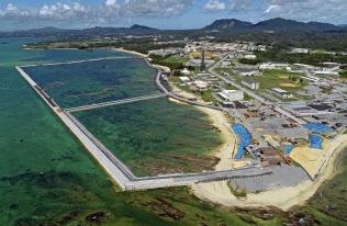 沖縄知事選では普天間基地移設問題が大きな争点になる(移設先の名護市辺野古沿岸部)=共同