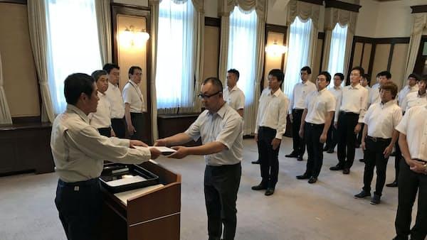 西日本豪雨復興、派遣職員に辞令 愛媛県、16都道府県から29人