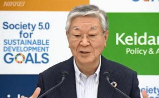 経団連の中西会長は就活ルールの廃止に言及(3日の記者会見)
