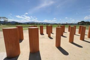 公園には大型建物の柱列も復元されている