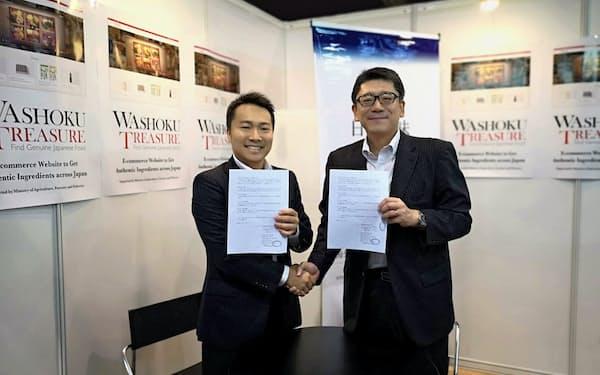 香港で合弁会社を設立したアグリホールディングスの前田一成社長(左)とジュピター・グローバルの梅原秀彦社長(右)