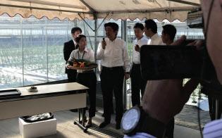 撮影した映像はすぐさま首相官邸や安倍晋三首相のインスタグラムにアップする