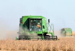 中国が報復関税を課した大豆などの輸出が減った(米国の大豆畑)=AP