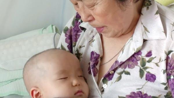 韓国出生率「0.9」ショック 重い教育費、出産にためらい