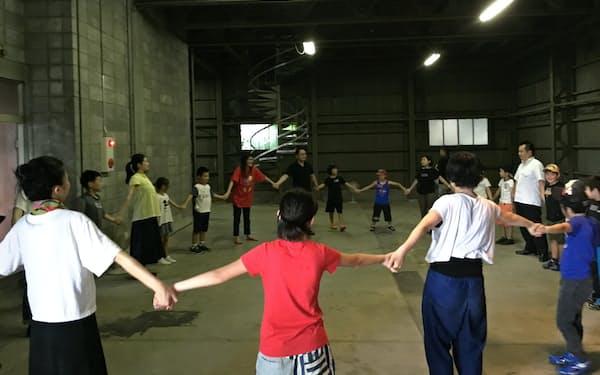 「シアターE9京都」の開館予定地で開かれた演劇ワークショップ
