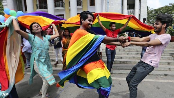 インド最高裁、同性愛の権利認める