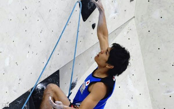 男子リードで準決勝に進んだ楢崎智亜(7日、インスブルック)=共同
