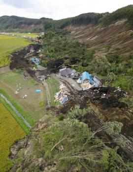北海道厚真町吉野地区の土砂災害現場(8日午後)