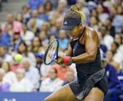 女子シングルス決勝、セリーナ・ウィリアムズと対戦する大坂なおみ(8日、ニューヨーク)=共同