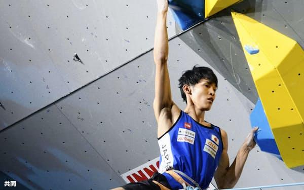 男子リード準決勝 日本勢トップの4位で決勝に進んだ楢崎明智(9日、インスブルック)=共同