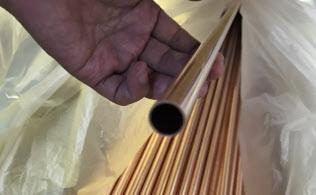 インフラ整備や建築に使う銅は中国の景気悪化懸念で売りが先行している(出荷前の銅管)