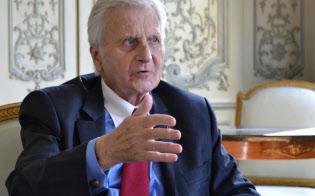 パリ市内でインタビューに応じるトリシェECB前総裁