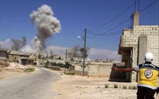 空爆が続くシリア北西部イドリブ県=ホワイトヘルメッツ提供・AP