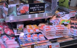 ライフコーポレーションでは「三菱商事製」のサーモンが好調だ(大阪市のライフ野田店)