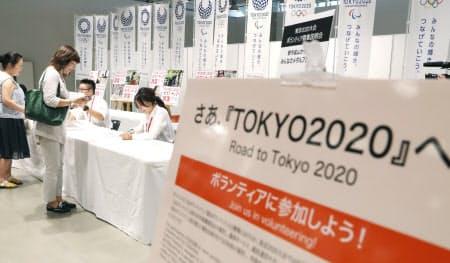 東京都はボランティア募集の説明会を開催し、参加を呼びかけている(8月、東京都千代田区)