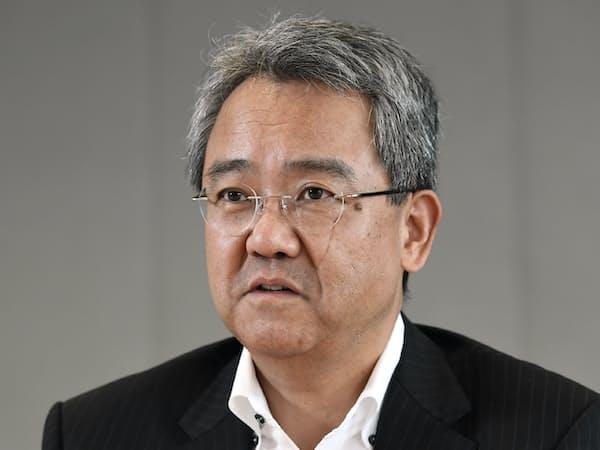 インタビューに答えるパイオニアの森谷浩一社長(12日午後、東京都文京区)