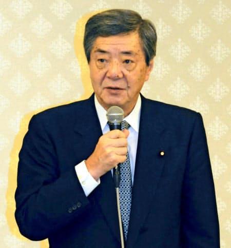 竹下派の会合であいさつする自民党の竹下総務会長(8月9日、長野市)=共同