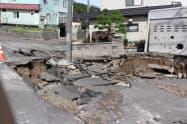 札幌市清田区里塚地区で起きた液状化とみられる被害(8日)