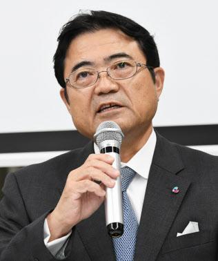 関西空港第1ターミナルの一部再開を発表する関西エアポートの山谷佳之社長(13日午後、関西空港)