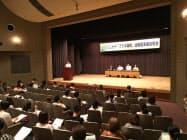 越谷市が8月に開いた保育事業説明会には2日間で約350人が参加した