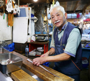 豊洲移転を機に引退を決めた大雍商店の児成孝季さん(東京・築地市場)
