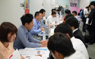 人材関連スタートアップ「ジンジブ」は企業と高校の先生、生徒が交流できる説明会を開催した(7月、都内)
